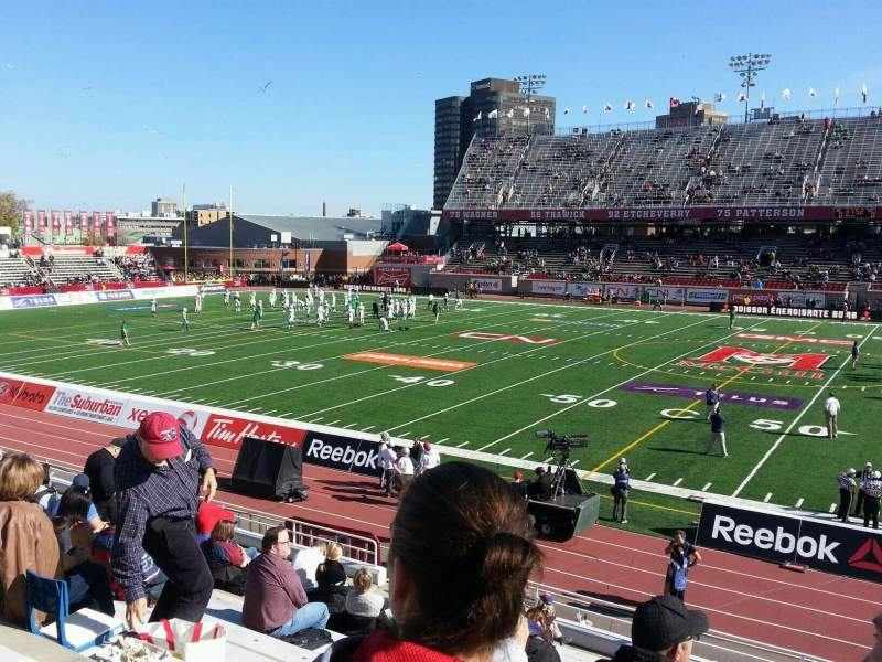 Percival Molson Memorial Stadium, section: f1, row: 15, seat: 22