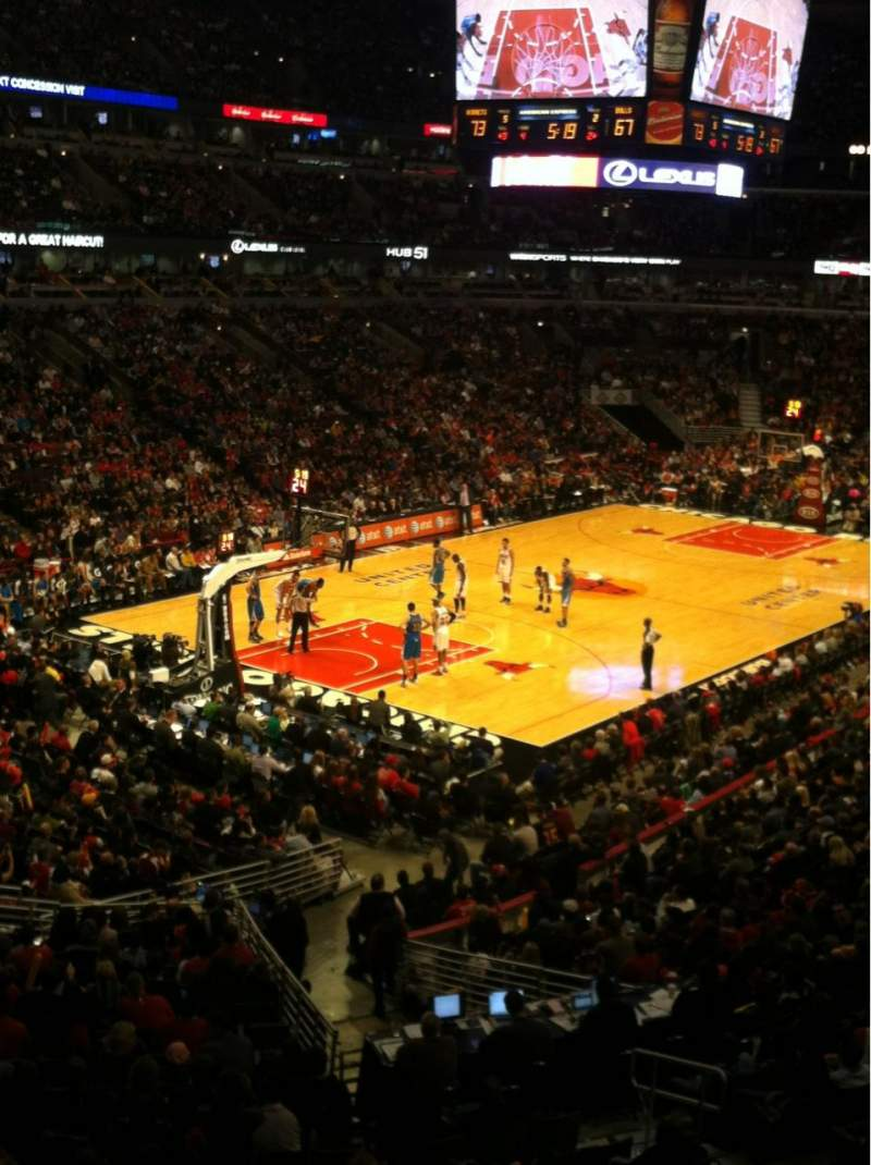 Seating view for United Center Section 222 Row 1 Seat 9