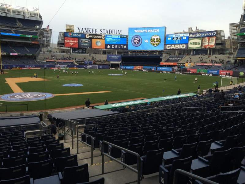 Seating view for Yankee Stadium Section 117b Row 26 Seat 2