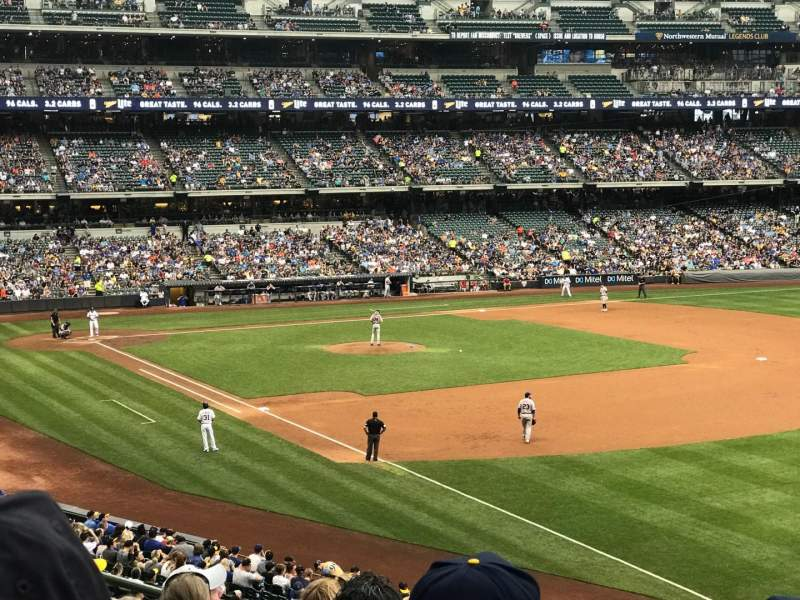 Miller Park, section: 208, row: 7, seat: 17
