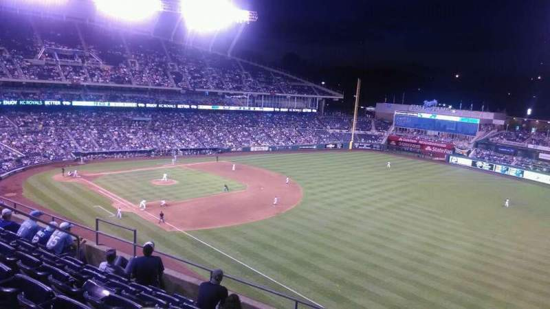 Seating view for Kauffman Stadium Section 438 Row E