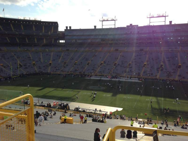 Seating view for Lambeau Field Section 413 Row 4 Seat 1