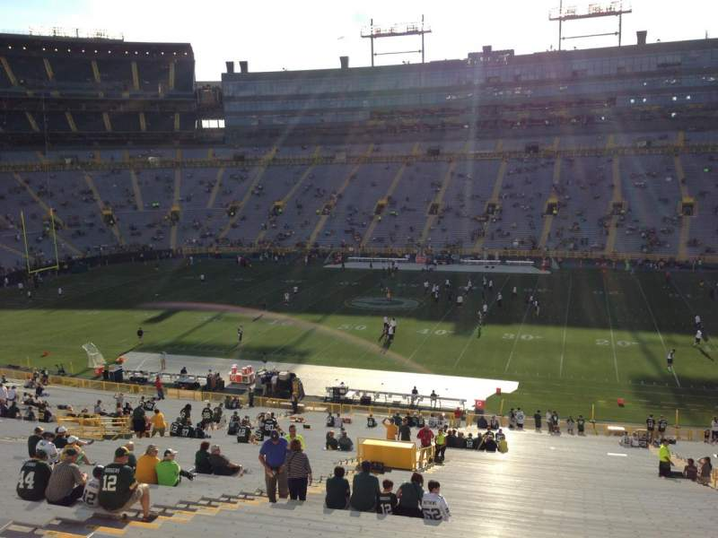 Seating view for Lambeau Field Section 415 Row 1 Seat 12