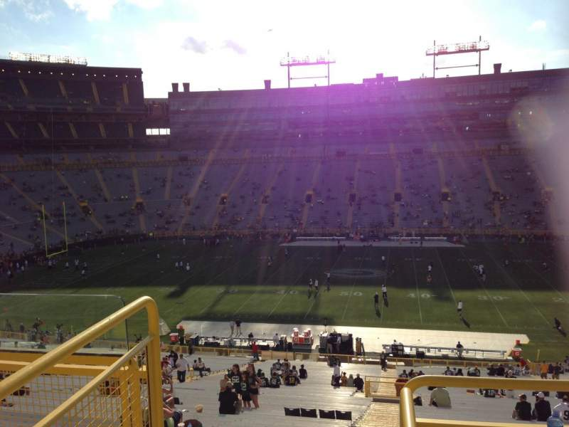 Seating view for Lambeau Field Section 417 Row 4 Seat 2