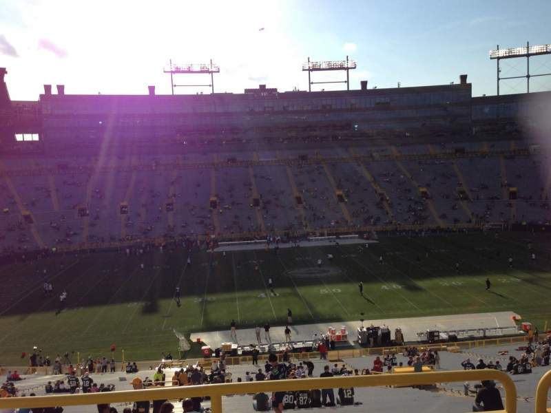 Seating view for Lambeau Field Section 421 Row 4 Seat 9