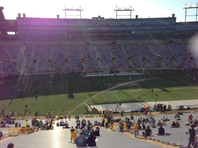 Seating view for Lambeau Field Section 423 Row 1 Seat 10