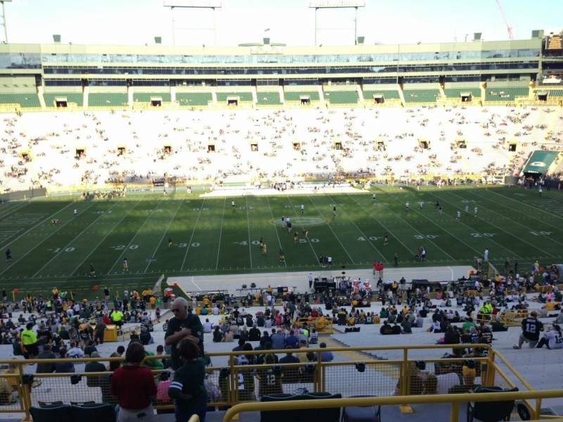 Seating view for Lambeau Field Section 326 Row 5 Seat 12