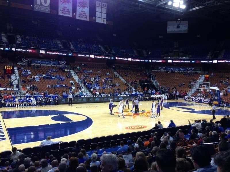 Mohegan Sun Arena, section: 26, row: M, seat: 8