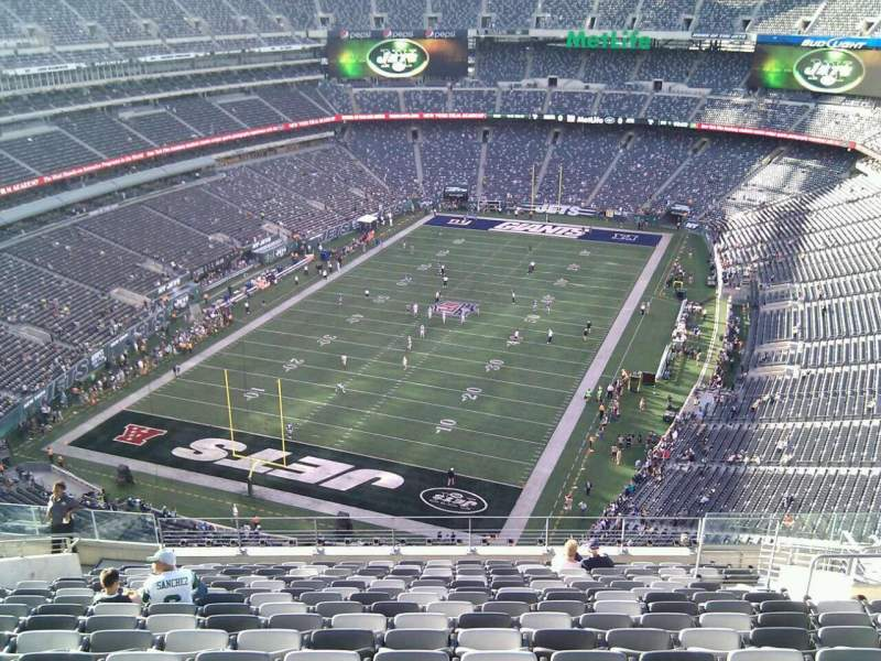MetLife Stadium, section: 323, row: 20, seat: 13