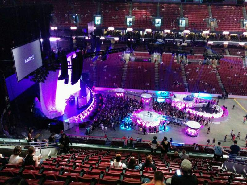 Wells Fargo Center Section 224 Row 15 Seat 12 Lady