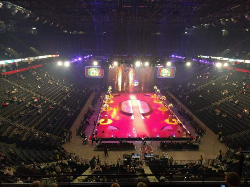 Manchester Arena, section: 208, row: f, seat: 18
