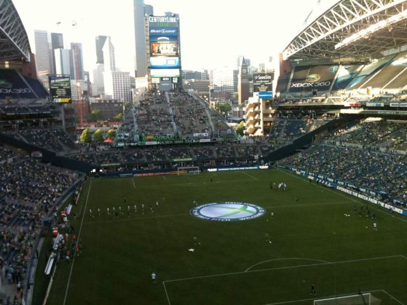 Seating view for CenturyLink Field Section 324 Row E Seat 16