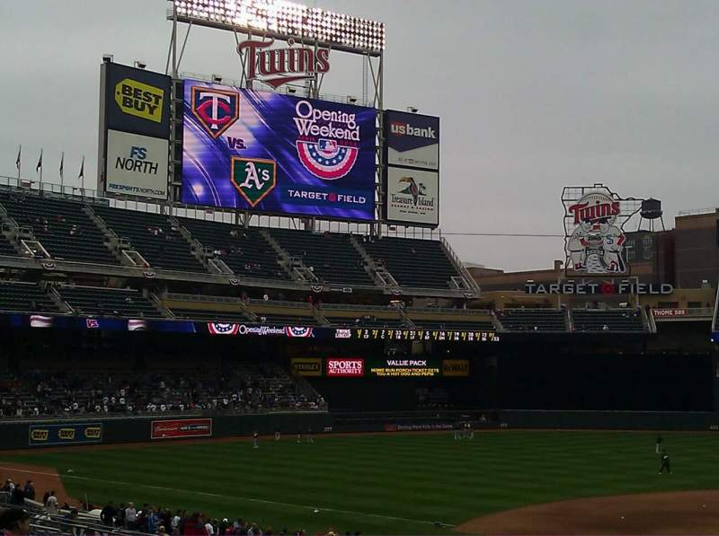 Seating view for Target Field Section 118 Row 17 Seat 11