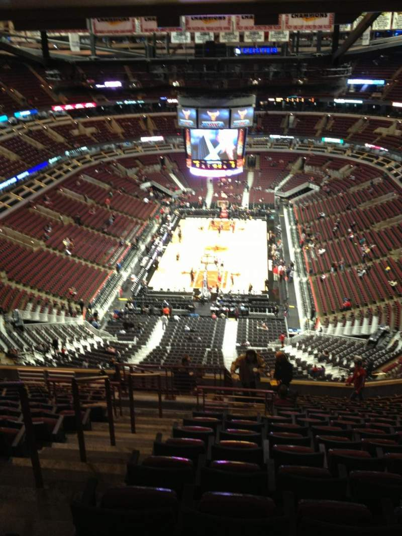 Seating view for United Center Section 325 Row 17 Seat 22