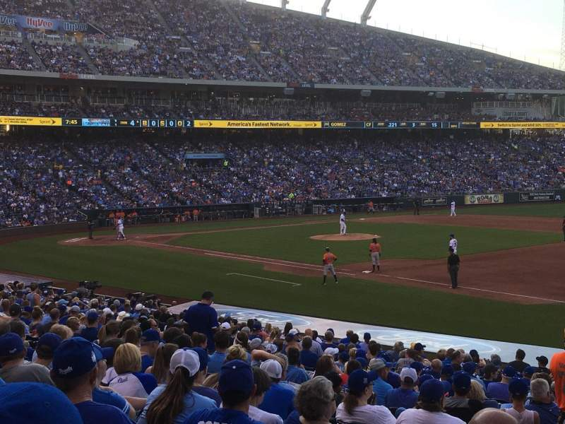 Seating view for Kauffman Stadium Section 140 Row X Seat 3
